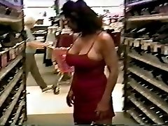 Mature with excellent assets flashing and fucking