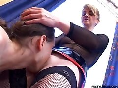 Nice oral for a blonde mature girl by young guy