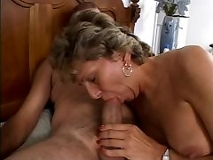 Mature is getting her sloppy ass banged