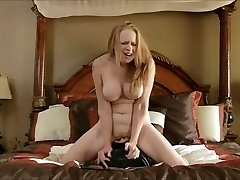 Big-titted mature cums on the sybian