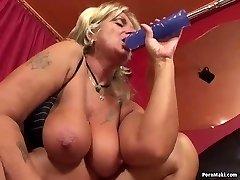 Granny having anal lovemaking with nailing machine