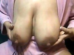 Lactating mummy xxl nipples Vivan from onmilfcom