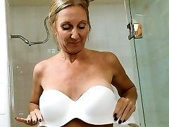 COUGAR Jenna Covelli Unloading In The Shower