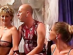 Swingers in bar Avantgarde -