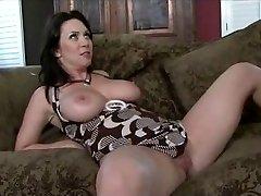 Mummy gets a good internal ejaculation