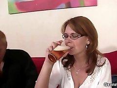 Drunken mom gets her twat drilled