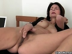 Porn will get mother's pussy juicy