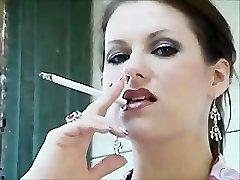 ultra-cute mom smoke 120s