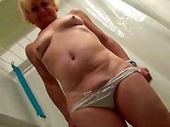 Ugly panicking blondie oldie takes a shower and teases her mature cunt