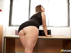 Nasty mom with great whooty Anna Joy flashes her ass-cheeks