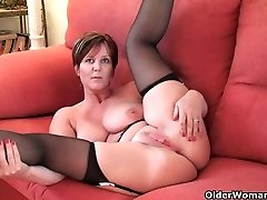 British finest milf Fun exposes her natural hottie