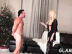 Servant lover gets face smothered by agreeable dominatrix