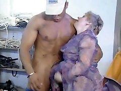 Oldtimer - Fisting Aged Shaggy Lady