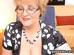 Piss Cam Amateur cam granny drink urinate