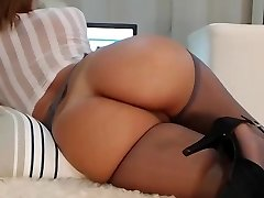 Milf webcam with an amazing body!!