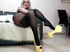Fledgling czech mature toys her cunt
