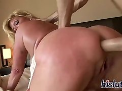 Trampy mature wench has her pussy poked