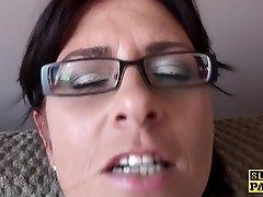 Spex mature slut fingering her coochie