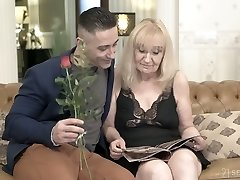 Pallid mature housewife Nanney actually loves when her twat is drilled doggy