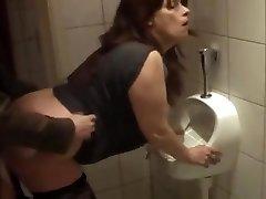 German mature romped in bathroom