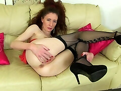 Mature skinny mommy with soaking wet vagina