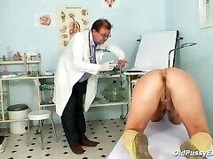 Older Vanda gyno pussy butt-plug checkup