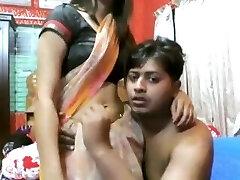 Sexy Indian mature girl penetrate by an assho**(CHUTI**)
