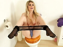 English cougar Ashleigh gets naughty on the toilet