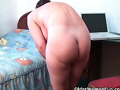 Mom needs to get off after watching online porno