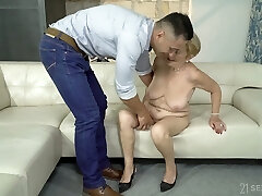 Having disrobed mature whore Malya exposes huge ass and gets fucked doggy
