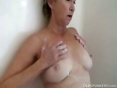 Gorgeous granny gets nice and moist and soapy in the douche