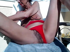 The grandmother Pilar play with her pussy