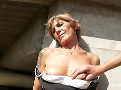 Naughty mature whore exposes her tits and gives nice head