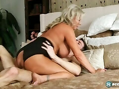 lover fucks a gorgeous mature woman