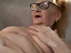 Horny US nympho Rebecca Dark-hued is ready to work on wet mature pussy