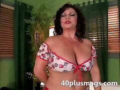 Meet this lush latina mature