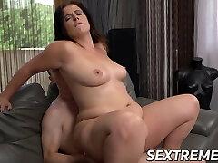 Busty MILF Nikki Nuttz pussy licked and fucks to munch cum