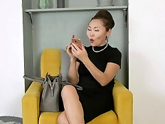 Mature Asian nympho Lira Kissy cannot get enough from working on her gash