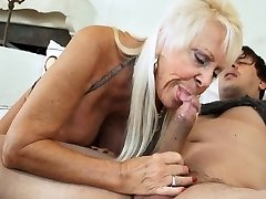 SCORCHING GRANNIES SUCKING DICKS COMPILATION 4