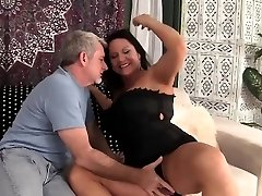Hot granny gets her puss penetrated