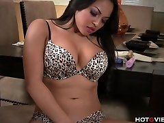 Real Curvaceous Asian�s Bellowing Orgasm