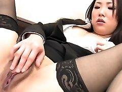 J15 Japanese assistant fingers her honeypot