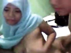 Thai Muslim Girl's Very First Time Fucky-fucky - FreeFetishTVcom