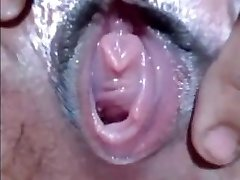 CLOSEUP WET BEAVER FINGERING
