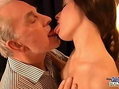 Teen hot exgirlfriend likes rough boning facial with her old boyfriend