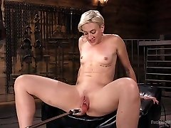 Sex Addict Dylan Ryan Squirts