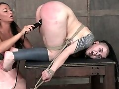 Kinky dominatrix penalizes fat pussy of chubby goth slut Luna LaVey