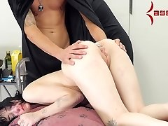 Goth girl slurps a meal from her ass, then gets rump fucked