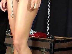 Мастер играть с женский секс-рабыней