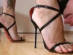 Mistress foot worship 15